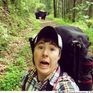クマから逃げる