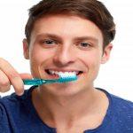 歯磨きするとき歯ブラシ水で濡らすやつwwヤバイぞwwww