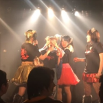 【悲報】新人アイドルさん、なぜかライブでカブトムシを食べる