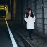 夜道で女性に警戒される男性たち…一体どうすればいいの?実は解決方法があった!?