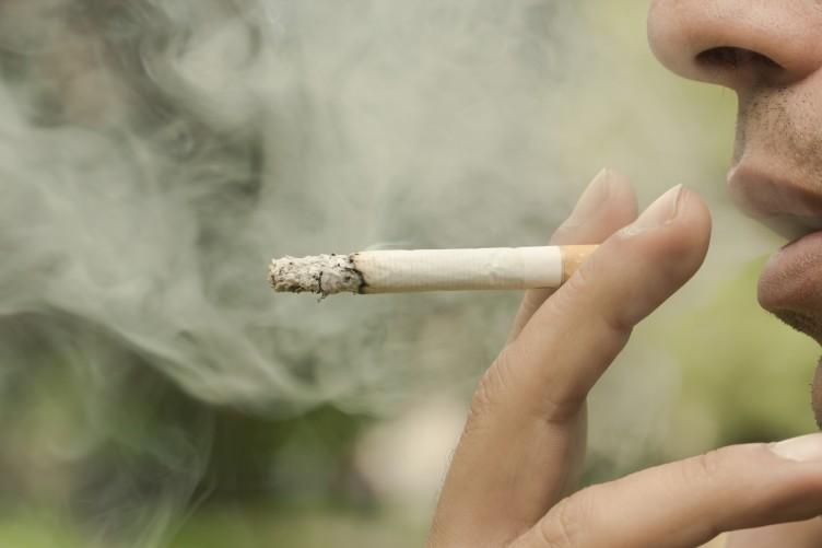 【悲報】駅前から喫煙所を撤去してみた結果が・・・
