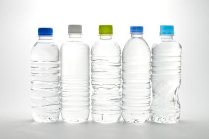 【警告】ペットボトル飲料から発がん性物質発見・・・。驚愕の事実とは?!