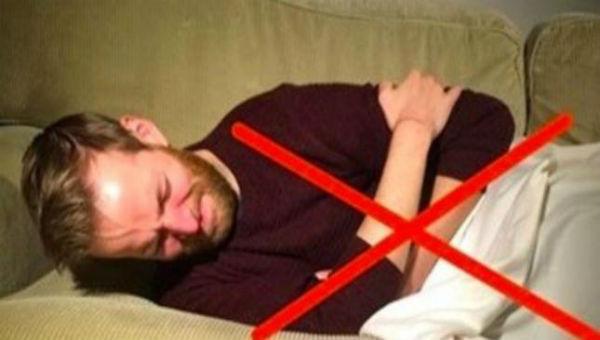 右を向いて寝てたら要注意!今すぐ辞めるべき5つの理由とは…