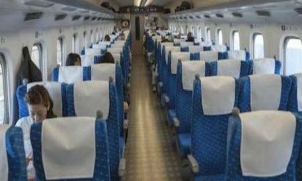 新幹線で騒いでいた大学生。彼らを一瞬で黙らせたサラリーマンの一言がイケメン過ぎた…