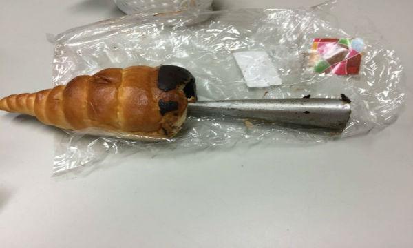 【炎上中】フジパンのチョココルネに13cmの金型の異物混入。その後の対応が最悪だった…