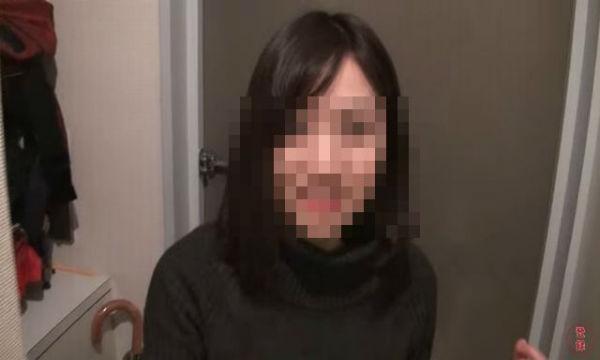 【動画あり】合コンで美人女子大生をお持ち帰りしたら、男の部屋で突然○○しだした…