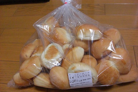 大量のパン