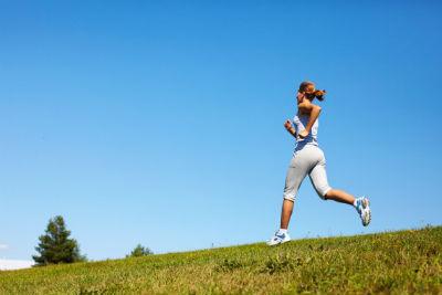 軽快にジョギング