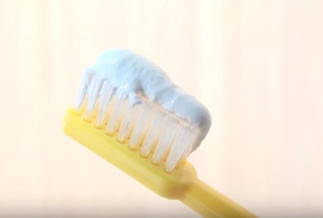 たっぷり歯磨き粉
