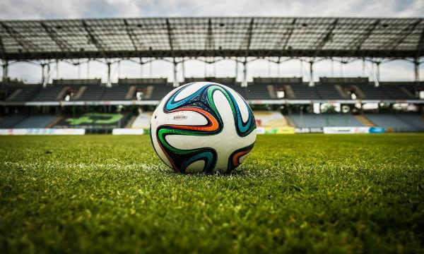 【動画あり】サッカーで韓国選手が幼稚な行動で大炎上www