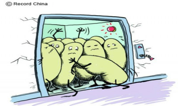 【悲報】中国でエレベーター誰も下りず定員オーバーにより落下