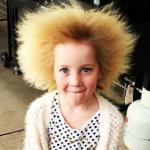 クセ毛すぎてクシでとかせない毛髪症候群の少女の日常が凄すぎる