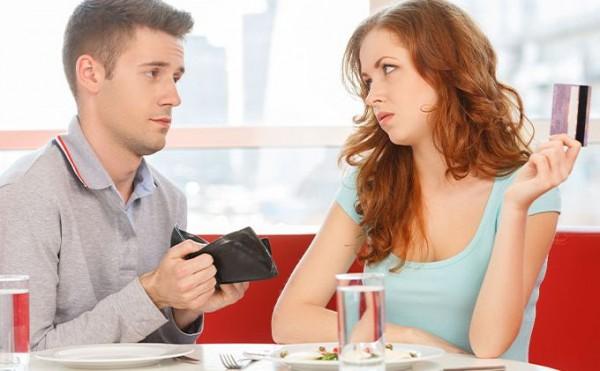 あなたはどう思う?女子の「初デートは割り勘にしないほうがいいですよ」発言に批難殺到!!