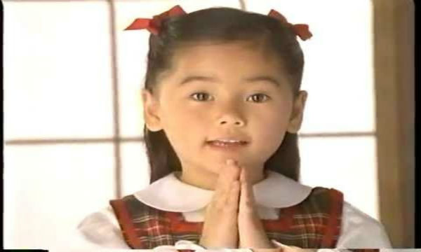 「お仏壇のハセガワ」のCMでおなじみの女の子、現在はすっかり大人に!
