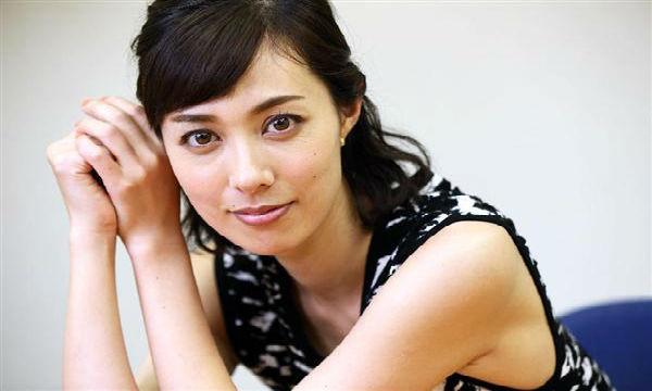 【悲報】吹石一恵、テレビに出るたびに福山ファンから攻撃を受けてしまう…。