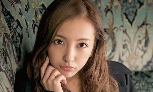TAKAHIROの元恋人・板野友美、Twitterで意味深な発言をするwwww