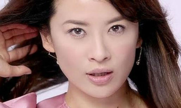 【悲報】鈴木砂羽の土下座騒動。降板女優側から「パワハラを公表するか公演中止するか選べ」と言われていた…。