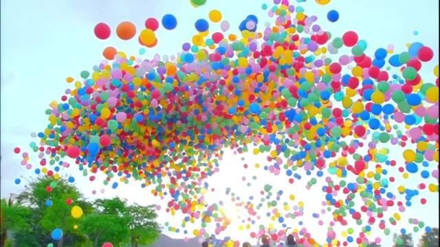 寄付を集めるために150万個の風船を放った団体→その結果がかなり悲惨なものに…。