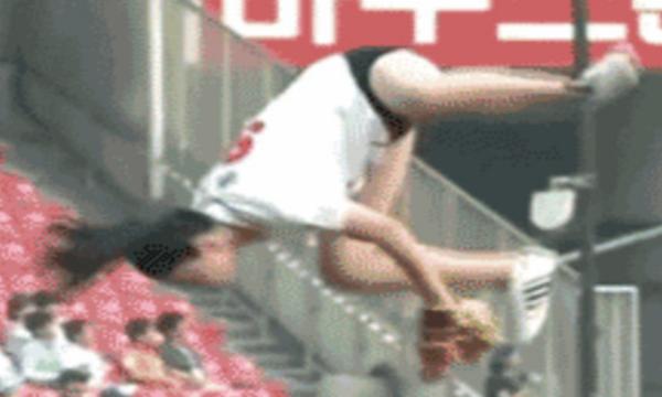 【GIF画像】韓国の始球式で美女がありえない技を披露ww