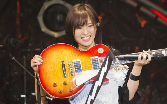 NMB48山本彩が40万円ギター購入!!→ある芸人のせいで批難殺到するwww