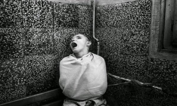 【衝撃】11日間全く寝なかった少年の体に起きた異変がヤバすぎる・・・