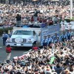 """仙台の""""祝賀""""パレードに羽生結弦選手が登場!!大歓声の中、ファンのマナーが凄すぎたwwww"""