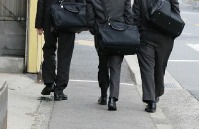 【非道】中学生が女性の顔を複数回切り付ける事件が発生・・・