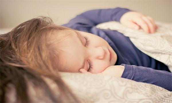 子ども熟睡