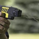 アメリカで警官が少女にテーザー銃を撃った結果・・・