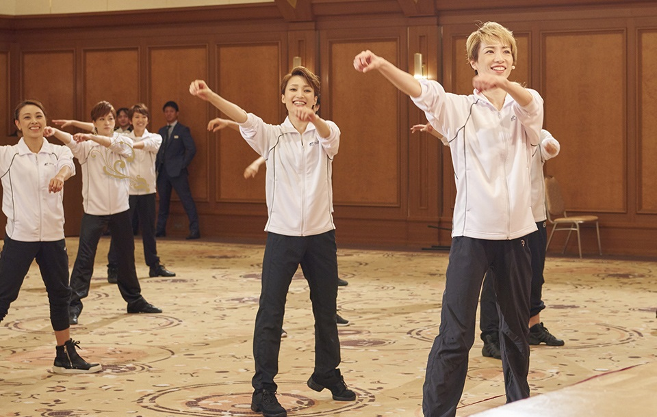 正真正銘これが正しいラジオ体操だ!宝塚歌劇団のお姉さんがお手本を示してくれた!