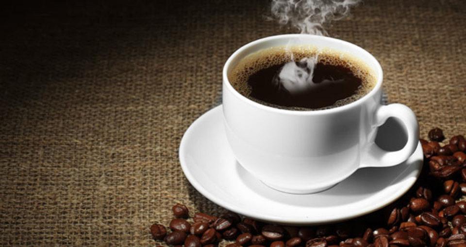 おいしいコーヒーはブラックで飲もう!カロリー抑えられるよ!
